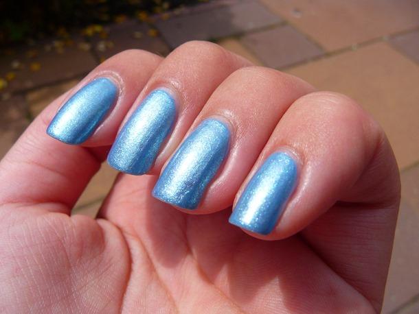 blauwe nagels pauwenlook 014