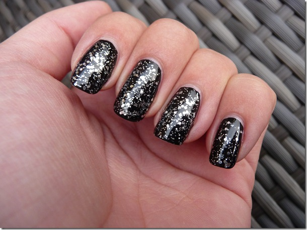 Essence Limited Editon Class of 2013, de glitter nagellak!