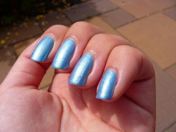 blauwe nagels pauwenlook 023